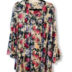 Umgee Floral printed tunic top with bell sleeves L